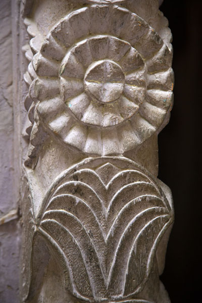 Close-up of carved door in the old town of Mombasa | Mombassa oude stad | Kenia