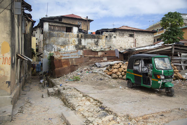 Foto van Rickshaw in the old town of MombasaMombassa oude stad - Kenia