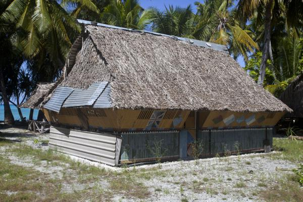 Foto van Thatched house in the south of AbaiangAbaiang - Kiribati