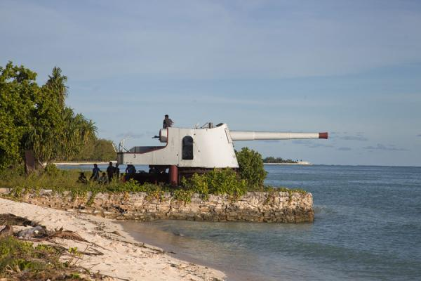 Picture of Mounted gun pointing at the ocean at the entrance of Betio - Kiribati - Oceania