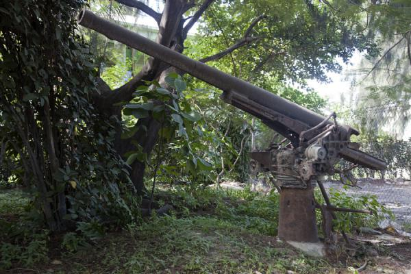 Japanese gun mounted in the Japanese Memorial Garden | Battle of Tarawa relics | Kiribati