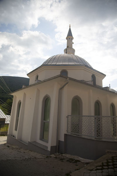 Photo de Backside of one of the mosques of Brod - Kosovo - Europe