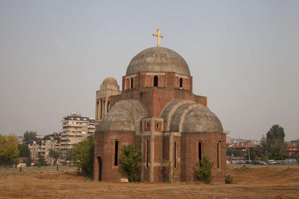 Foto di The rather bare Orthodox church of Pristina - Kosovo - Europa