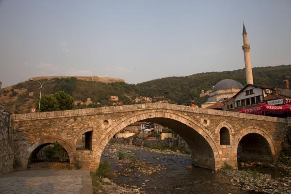 Picture of Prizren (Kosovo): Ottoman bridge with Sinan Pasha mosque and the Kalaja on the hill in the background