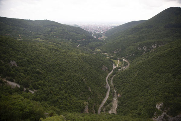 Foto di Looking towards Peć from higher up in Rugova canyon - Kosovo - Europa