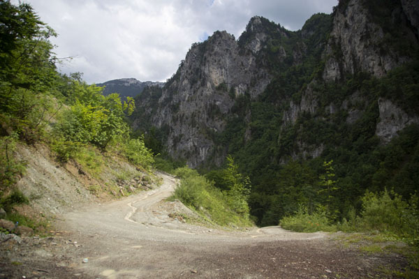 Foto van A side road with switchback in Rugova canyonRugova - Kosovo