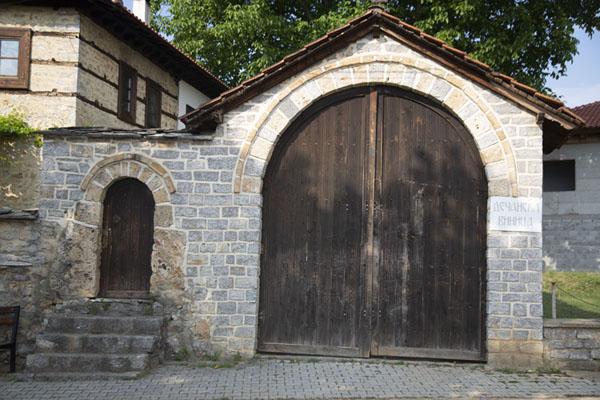 Foto de Dečani  wine shop in Velika HočaVelika Hoča - Kosovo