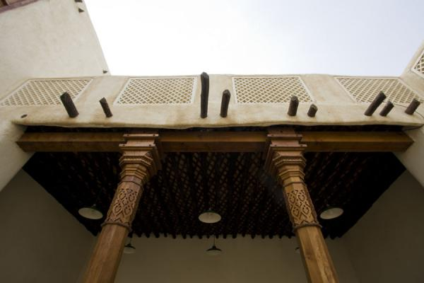 Foto van Wooden columns supporting the second floor of Beit Khalid - Rusland - Azië