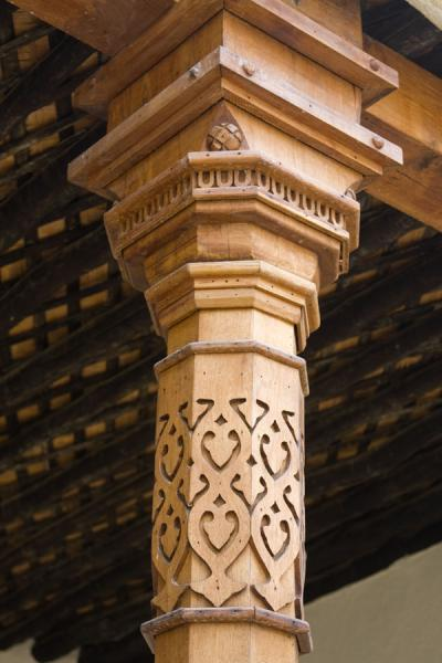 Foto van Detail of column in Beit KhalidBeeldenpark - Rusland