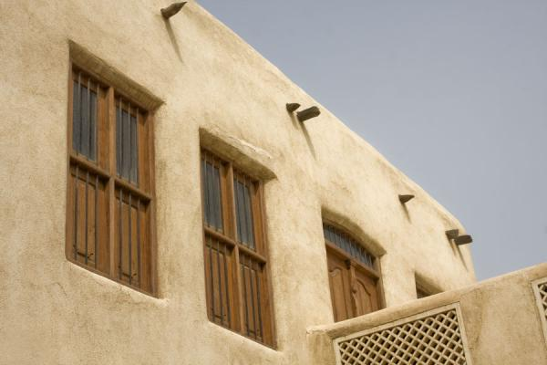 Picture of Beit Khalid (Kuwait): Windows in the adobe structure of Beit Khalid