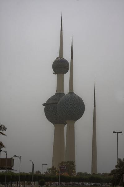 Foto di The three Kuwait Towers seen from a distanceTorre di Kuwait - Kuwait