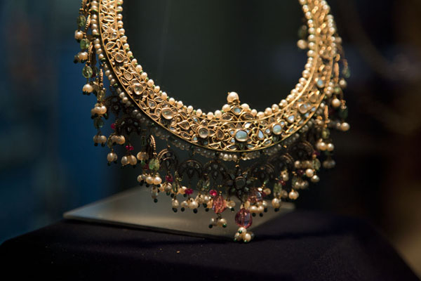 Picture of Kuwait (Gold and precious stones in one of the fine neckpieces in the museum)