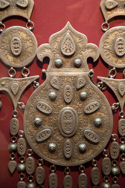 Close-up of heavy jewellery at the museum | Tareq Rajab Museum | Kuwait
