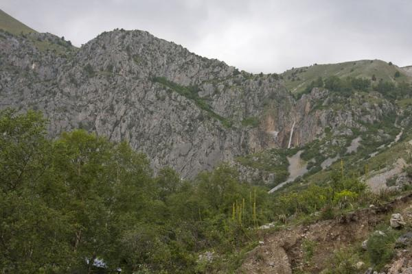 Mountain with the tall waterfall | Arslanbob | Kirgizië