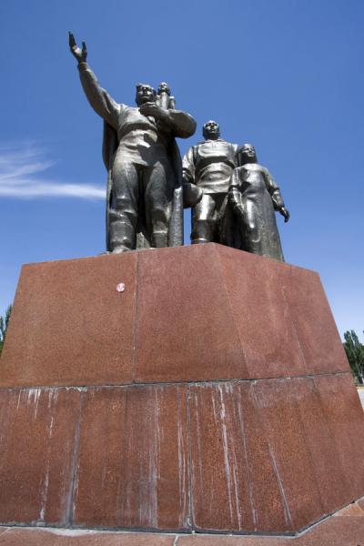 Picture of Victory Monument (Kyrgyzstan): One of the two statues on Victory Square
