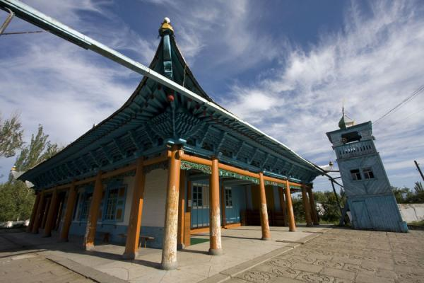 Picture of Karakol mosque (Kyrgyzstan): Pagoda-like roof and minaret of the mosque of Karakol
