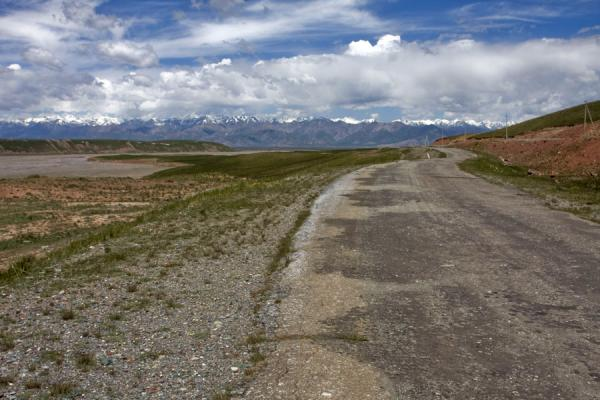 Picture of Kyzyl-Art border crossing (Kyrgyzstan): In Kyrgyzstan: the road to Sary Tash