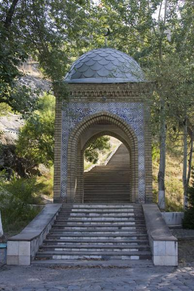 Picture of Solomon Throne (Kyrgyzstan): The eastern entrance to Solomon Throne