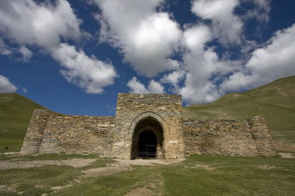 Frontal view of the caravanserai Tash Rabat | Tash Rabat | Kyrgyzstan