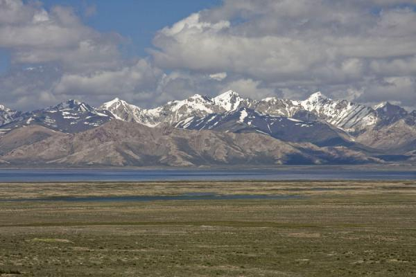Picture of Torugart border crossing (Kyrgyzstan): Chatyr-Köl lake surrounded by snow-capped mountains near Torugart