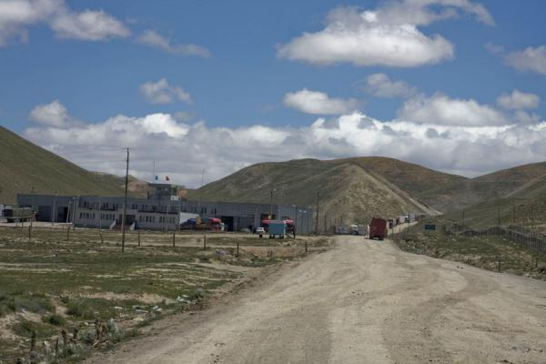 Picture of Torugart border crossing (Kyrgyzstan): Torugart border control on the Kyrgyz side