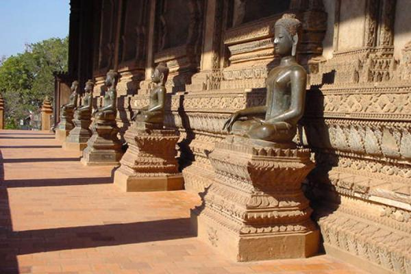 Picture of Laos Buddha statues (Laos): Wat Si Saket temple in Vientiane
