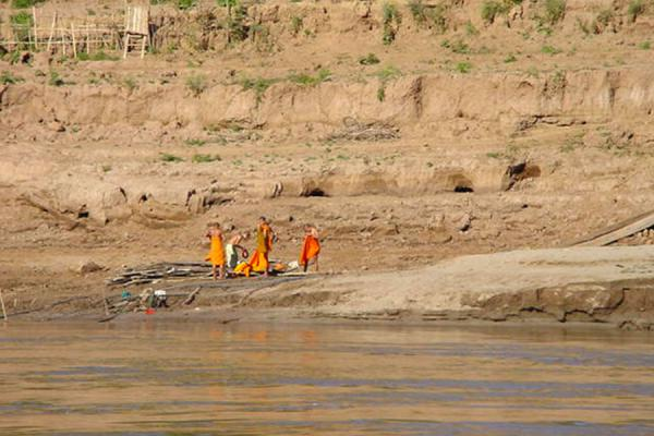 Picture of Laos Buddhist Monks (Laos): Bathing monks on Mekong River
