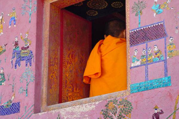 Picture of Monk at Wat Xieng Thong - Luang Prabang