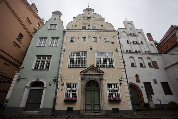 Foto van The Three Brothers, with the oldest building of the Old Town of Riga on the rightRiga - Letland