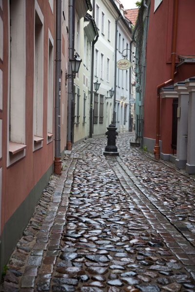 Foto van Cobble stone street in the old town of RigaRiga - Letland