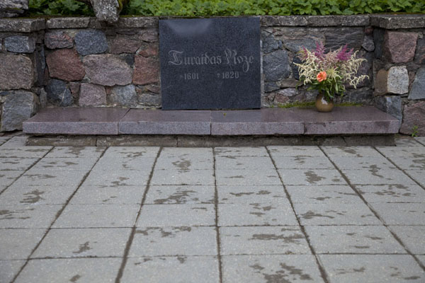 Foto van The tombstone of Turaida Rose, for Maija lives on like a legendSigulda - Letland