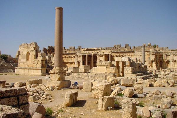 Remains of the Great Court, with altar and exedra | Baalbek | Lebanon
