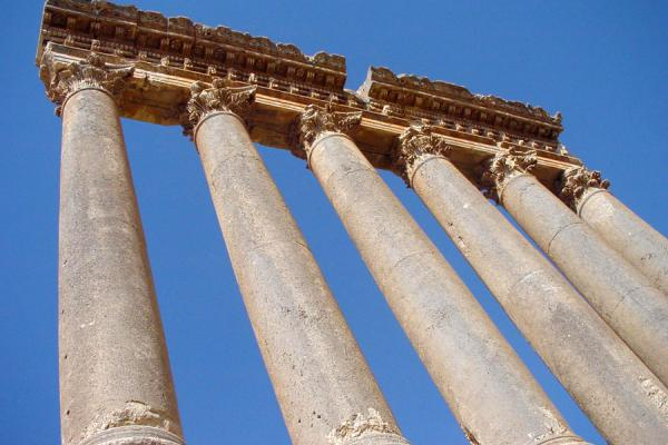 Foto di The famous remaining columns of the Temple of Jupiter at BaalbekBaalbek - Libano