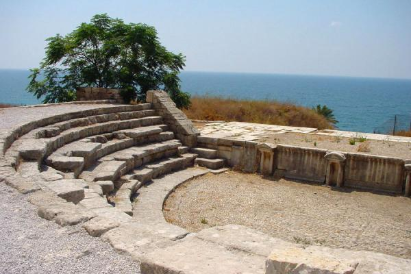 Photo de Roman theatre with the sea as a backgroundByblos - Liban