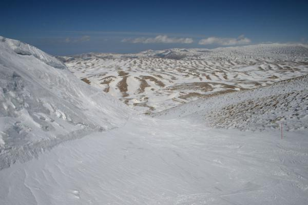 Photo de One of the many empty slopes of Faraya Mzaar: Wardé areaFaraya Mzaar - Liban