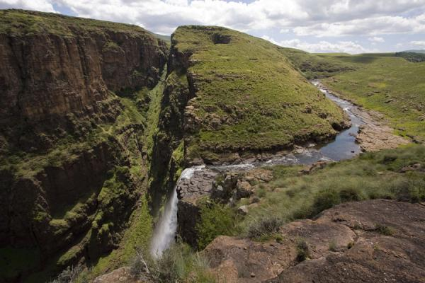 Maletsunyane river reaching the canyon at the falls | Cascate Maletsunyane | Lesotho