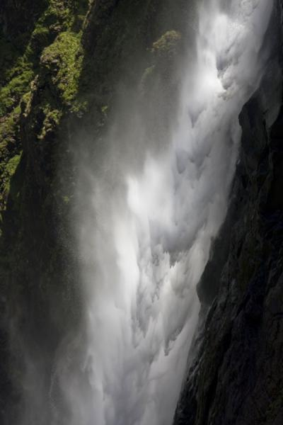 Water rushing down into the canyon: Maletsunyane Falls | Cascades Maletsunyane | Lesotho