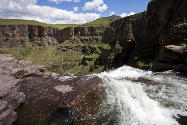 Maletsunyane Falls and the opposite side of the canyon | Cascate Maletsunyane | Lesotho