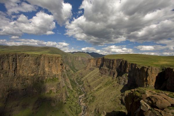 Canyon of the Maletsunyane river seen from the west | Semonkong hiking | 赖索托
