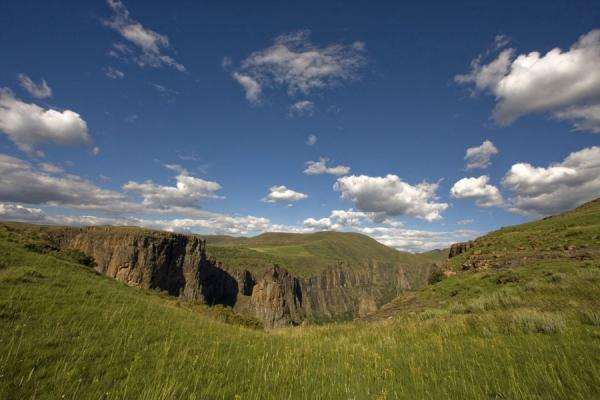 Landscape near the canyon close to Maletsunyane Falls | Semonkong hiking | 赖索托
