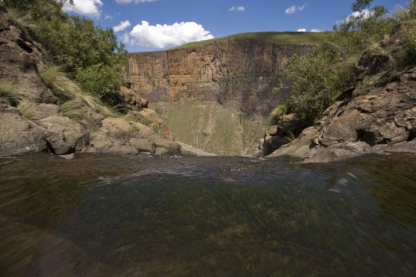 Foto di View from a small pool at the edge of the canyon - Lesotho - Africa