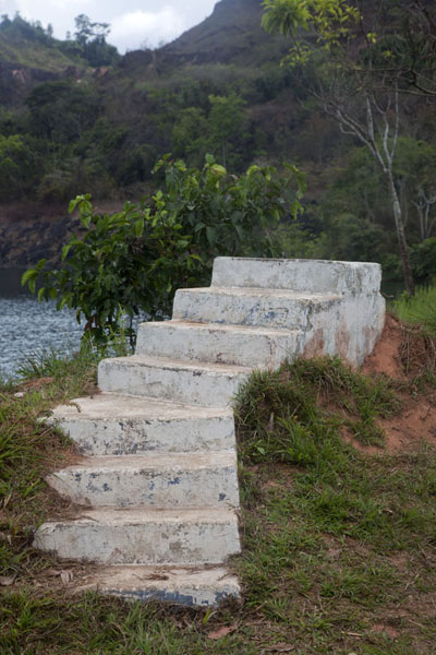 Stairs leading to nowhere at the shore of Blue Lake | Lago Azul de Bomi | Liberia