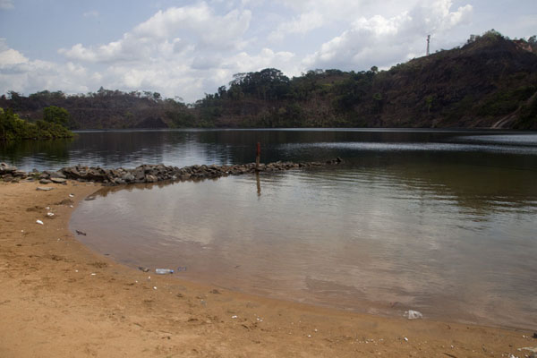 View of Blue Lake from the small beach at the western side | Lago Azul de Bomi | Liberia