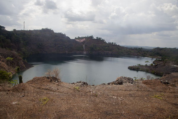 View of Blue Lake from a vantage point on the eastern side | Lago Azul de Bomi | Liberia