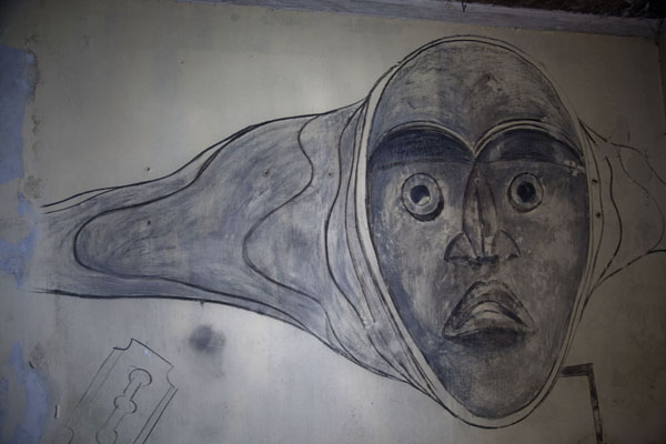 Picture of Ducor Palace Hotel (Liberia): Eerie face drawn on the wall of the hotel