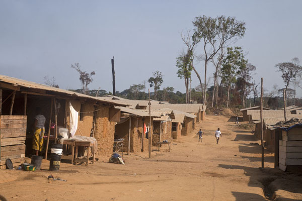 Foto de One of the main streets of KinjorKinjor - Liberia