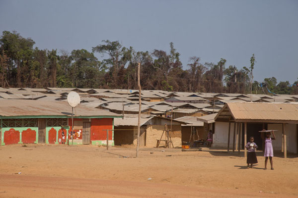 Square with houses in Kinjor | Kinjor Town | Liberia