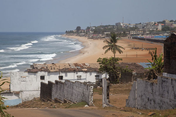 Foto van Looking west along one of the golden beaches of MonroviaMonrovia - Liberia