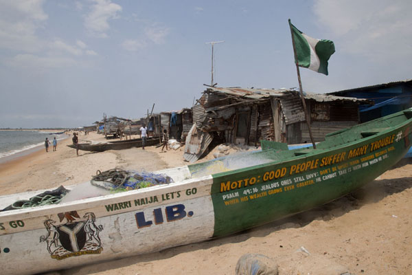 Foto de A Nigerian dugout canoe with a slogan lying on a West Point beachMonrovia - Liberia