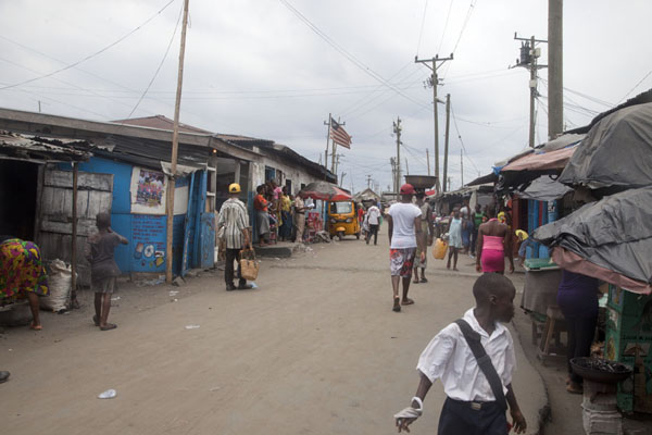 Foto van Street in West Point, the biggest shanty town in MonroviaMonrovia - Liberia